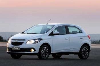 A Chevrolet ainda conseguiu outro membro da família Onix no top 3 de vendas: o Onix Plus, versão sedan do modelo líder de mercado