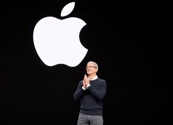 O sucessor de Steve Jobs já travou uma batalha com desenvolvedores, enfrentou a justiça dos EUA e potencializou os serviços da Apple para aumentar a receita