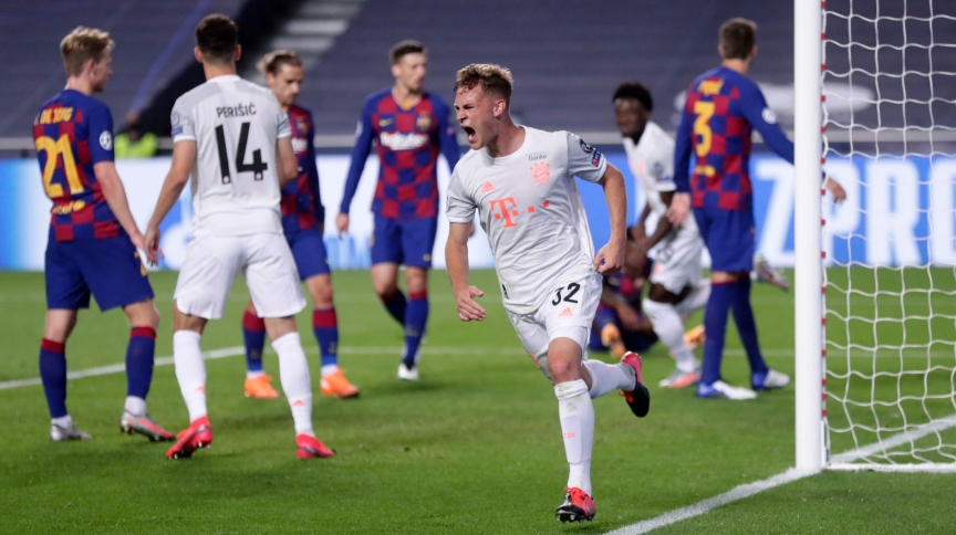 O lateral Joshua Kimmich comemora seu gol, o 5º do Bayern de Munique, na goleada por 8 a 2