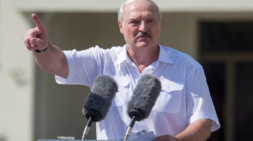 Presidente de Belarus, Alexandr Lukashenko discursa em Minsk