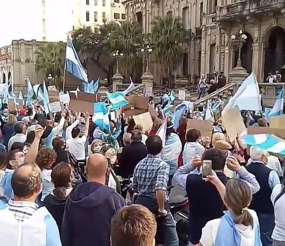 Protesto em Buenos Aires contra o governo Alberto Fernández (18.ago.2020)