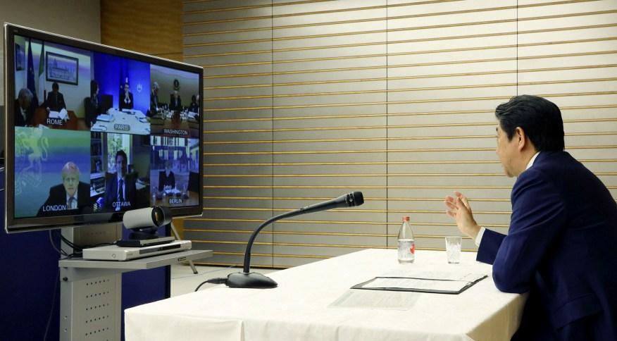 Premiê japonês Shinzo Abe em conferência com liderenças do G7