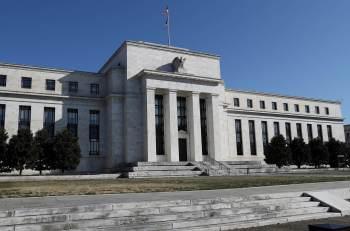 Os integrantes do Comitê Federal de Mercado Aberto do Federal Reserve decidiram hoje manter a taxa dos Fed funds na faixa entre 0% e 0,25% ao ano