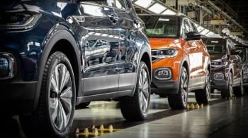 No ranking dos cinco mais vendidos, a Chevrolet tem dois modelos: o Onix e a Tracker. Volkswagen, Hyundai e FCA também aparecem na lista restrita