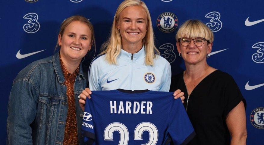 A atacante dinamarquesa Pernille Harder, que trocou o Wolfsburg (ALE) pelo Chelsea na negociação mais cara do futebol feminino