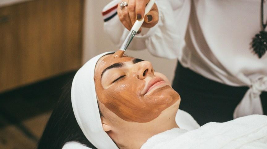 Máscaras faciais tomam o lugar da maquiagem no bolso das consumidoras de HPPC