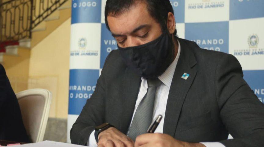 O governador em exercício Cláudio Castro, que assumiu o governo do Rio de Janeiro após o afastamento de Wilson Witzel