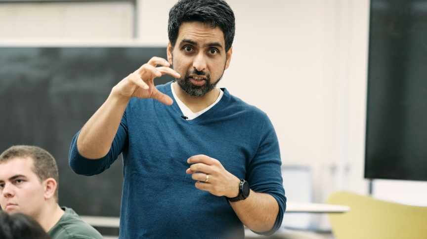 Sal khan, um dos criadores do ensino remoto: 'Mais importante que álgebra, que escrever, é a habilidade de pensar'