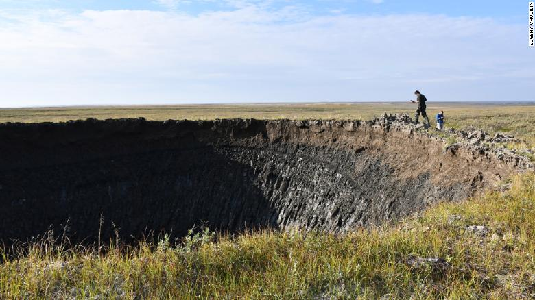 Em agosto de 2020, o Instituto RAS de Problemas de Petróleo e Gás, apoiado pelas autoridades siberianas, fez uma grande expedição para a nova cratera. Os pesquisadores da Skoltech fizeram parte das etapas finais dessa expedição.