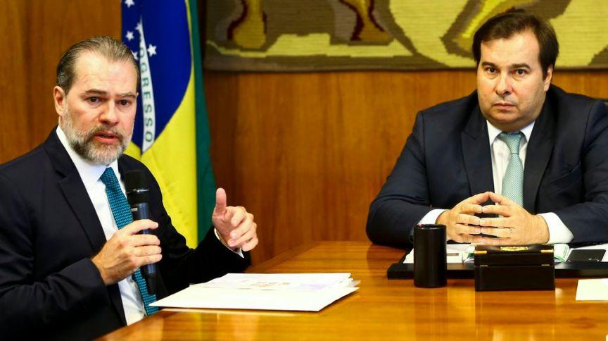 O presidente do Supremo Tribunal Federal, Dias Toffoli, e o presidente da Câmara dos Deputados, Rodrigo Maia, em reunião no Congresso