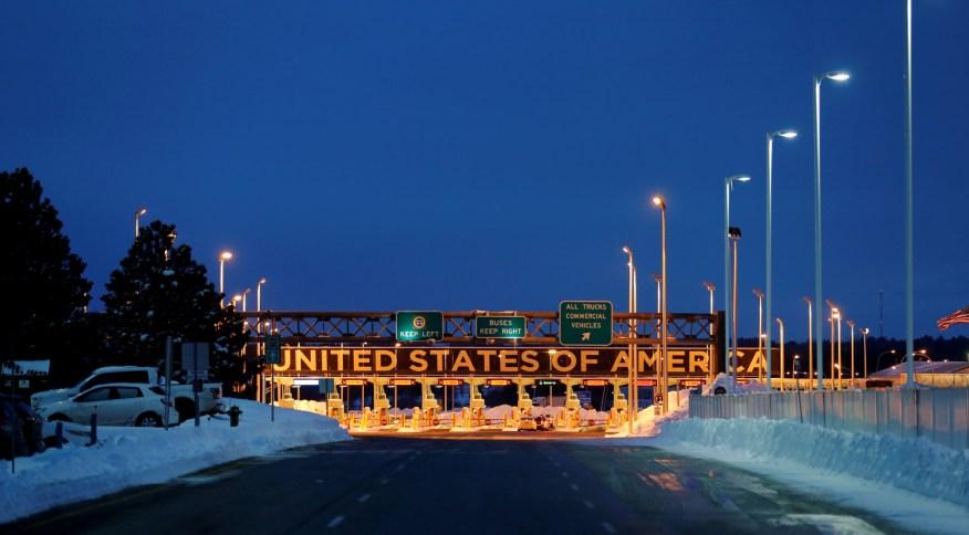 Fronteira entre EUA e Canadá em Lacolle, Quebec