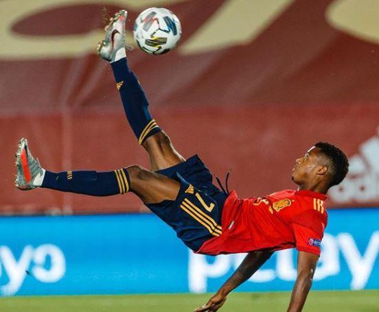 Ansu Fati em atuação pela seleção espanhola