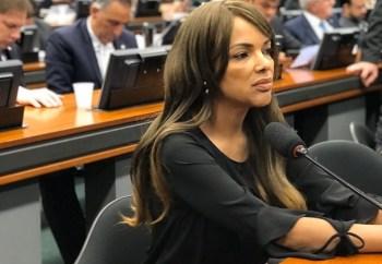 Mandado foi expedido na sexta-feira (25) depois de o desembargador Celso Ferreira Filho manter a decisão de monitorar a deputada federal