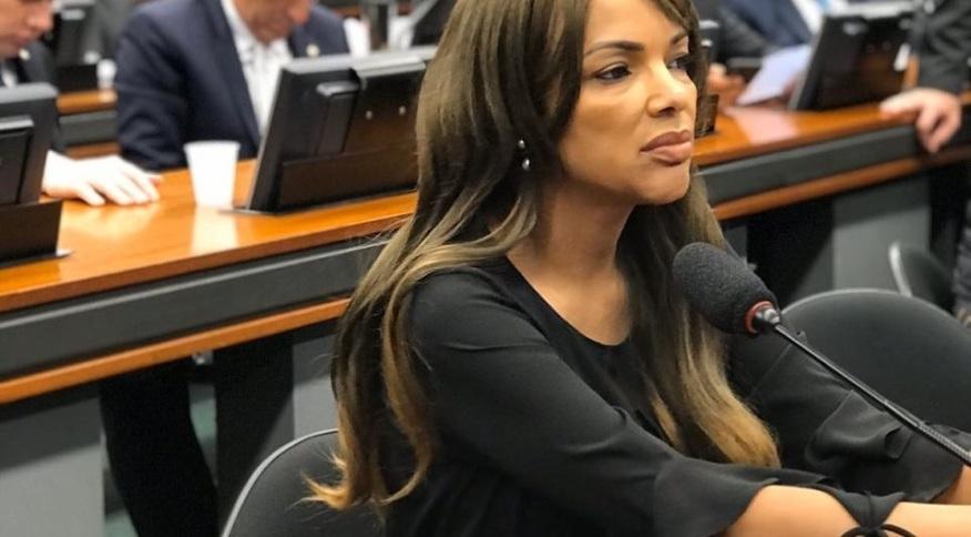 Deputada Flordelis durante reunião na CCJ