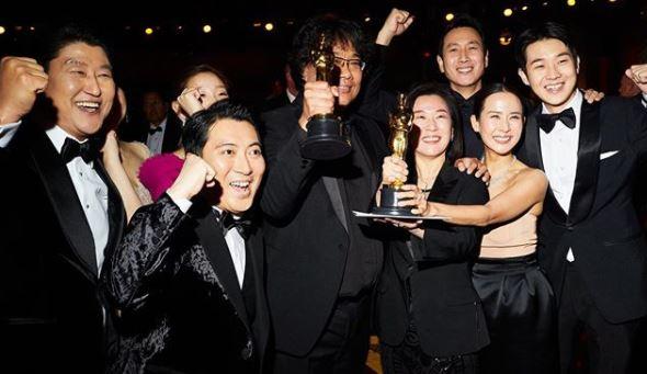 Elenco do filme sul-coreano Parasita, vencedor da categoria melhor filme no Oscar 2020