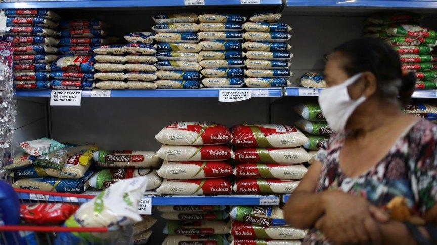 Arroz em supermercado: a Camex decidiu zerar a taxa de importação para uma cota de 400 mil toneladas do produto até o final do ano