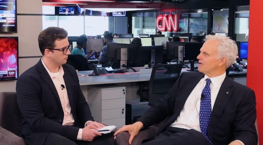 Panorama CNN Brasil Business entrevista o presidente do conselho de administração da Azul, David Neeleman
