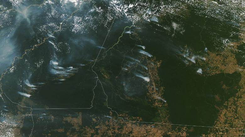 Satélite da Nasa mostra fumaça de incêndios na Amazônia