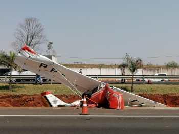 Queda da aeronave de pequeno porte ocorreu na Rodovia Marechal Rondon, próximo a uma base da Polícia Rodoviária