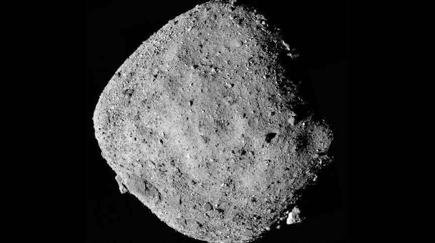 Imagem do asteroide Bennu construída a partir de 12 imagens coletadas por nave
