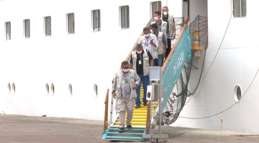 Agentes da Anvisa inspecionaram o navio de cruzeiro alemão que atracou no Amazonas