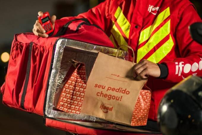 Entregador do iFood: entregas de supermercados trazem mais rentabilidade ao iFood