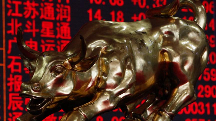 Apesar dos ganhos semanais, mercado acionário segue instável