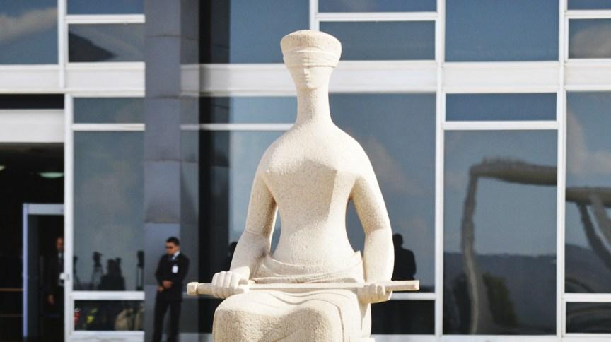 Estátua da Justiça na frente do Supremo Tribunal Federal, em Brasília