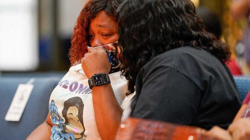 Tamika Palmer, mãe de Breona Taylor, durante processo judicial - 15/09/2020