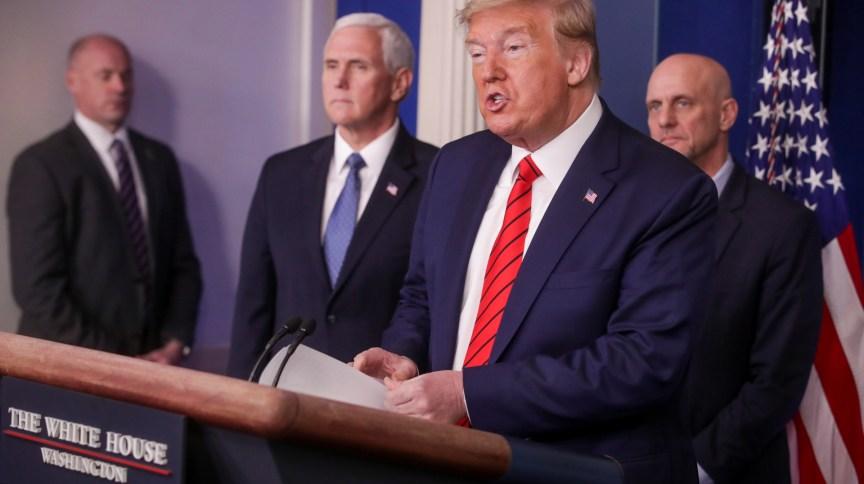 O presidente dos EUA, Donald Trump, fala sobre o novo coronavírus durante coletiva de imprensa