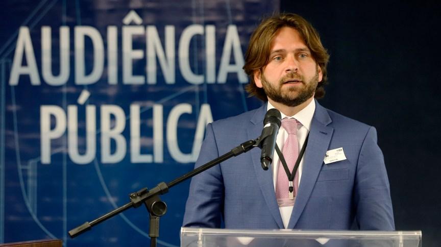 José Vicente Santini durante audiência pública