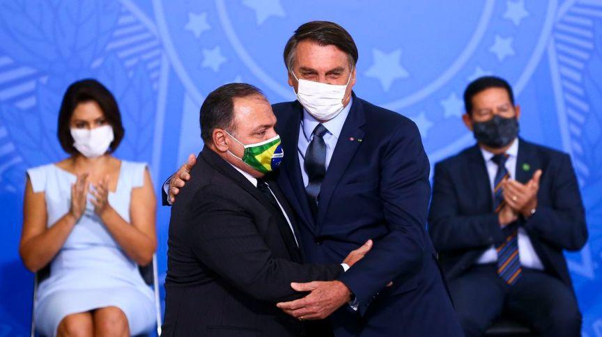 O ministro da Saúde, Eduardo Pazuello, e o presidente Jair Bolsonaro