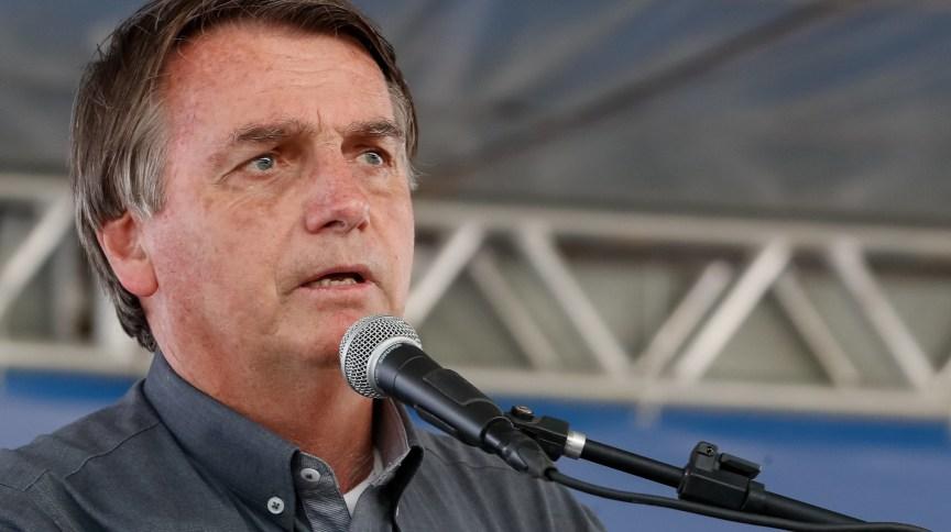 O presidente Jair Bolsonaro discursa em visita à obra de ferrovia na Bahia