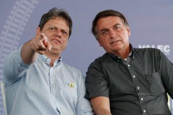 A comunicação do ministério aproveitou o jogo da seleção brasileira contra a Venezuela para ilustrar o número, que equivale a 9.000 campos de futebol