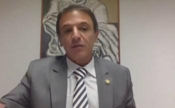 Mais cedo, o senador esteve reunido com Bolsonaro e o presidente da Câmara dos deputados, Rodrigo Maia, para acertar os últimos detalhes do texto
