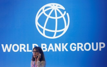 Pela primeira vez em vinte anos, as taxas de pobreza global aumentarão após a crise, disse a economista-chefe da instituição