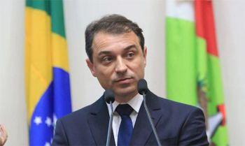 A sessão extraordinária que votaria o impeachment deveria ter acontecido na quinta-feira (15), mas foi suspensa por decisão do desembargador Monteiro Rocha