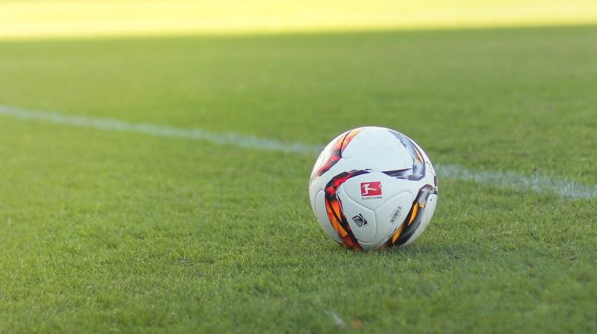 Equipe da 11ª divisão do futebol alemão perdeu por 37 a 0 após adotar distanciamento social em jogo