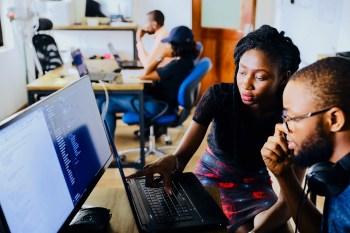 Apesar de negros terem aumentado a presença nas salas de aula das universidades, eles ainda são minoria em cargos de liderança