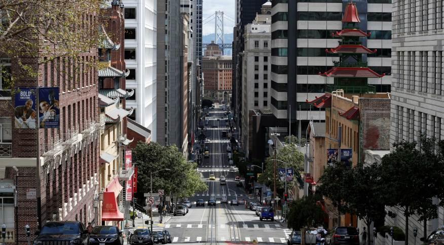 Pandemia de coronavírus deixa centro de São Francisco, EUA, quase vazias