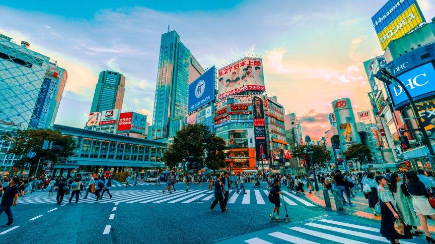 O cruzamento de Shibuya, em Tóquio, Japão
