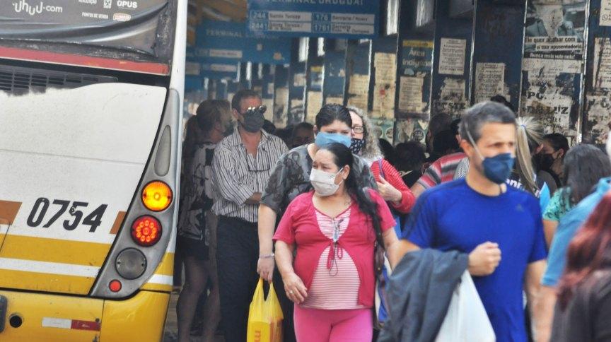 Movimentação em terminal rodoviário de Porto Alegre durante pandemia da Covid-19