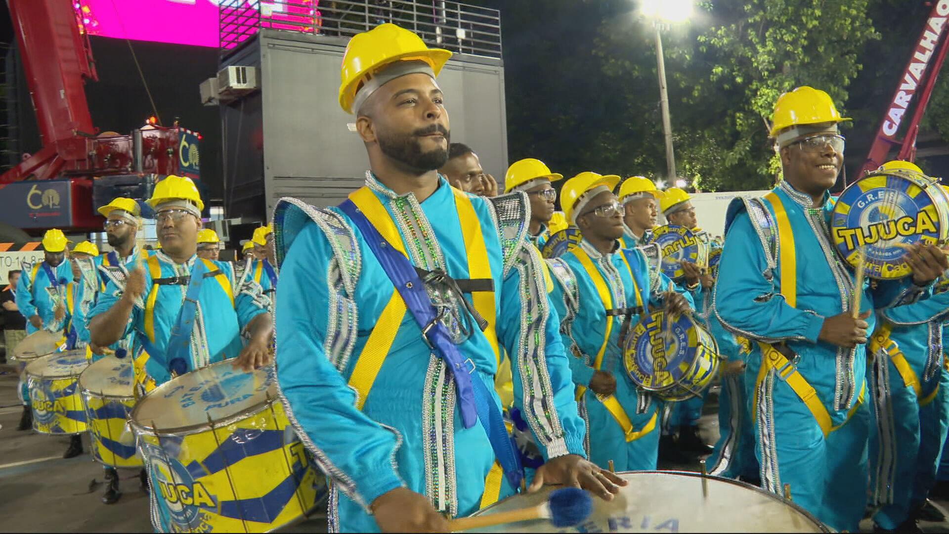 Escola de samba em desfile de Carnaval no Rio