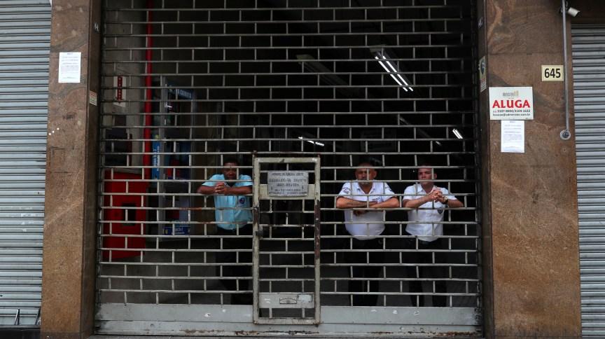 Bares e restaurantes estão fechados em boa parte do Brasil por decreto de governadores