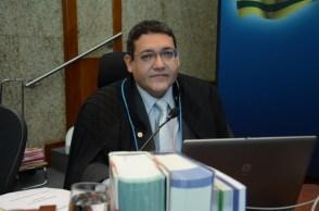 Indicado por Bolsonaro para o STF ficará fora da corte até o início de novembro