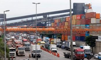 Os descarregamentos no porto paulista somaram 28,7 milhões de toneladas, apontando um crescimento de 12,5% sobre o acumulado de janeiro a agosto do ano passado