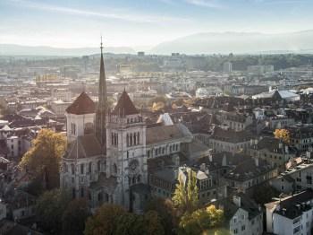 De acordo com aUniversidade de Lucerna, praticamente ninguém na Suíça usa burca e apenas cerca de 30 mulheres usam o niqab