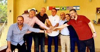 O ministro das Relações Exteriores, Ernesto Araújo, e o assessor da Presidência para Assuntos Internacionais, Filipe Martins, também participam do encontro