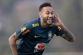 Outro brasileiro que aparece em destaque é Alisson, que concorre a melhor goleiro da temporada