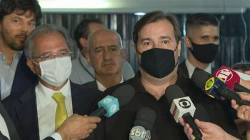 "Guedes surpreendeu os convidados ao contar que avisou Bolsonaro que iria rebater Marinho de maneira dura e chamá-lo de ""despreparado e fura teto"""